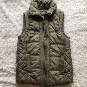 Olive green casual puffer vest.